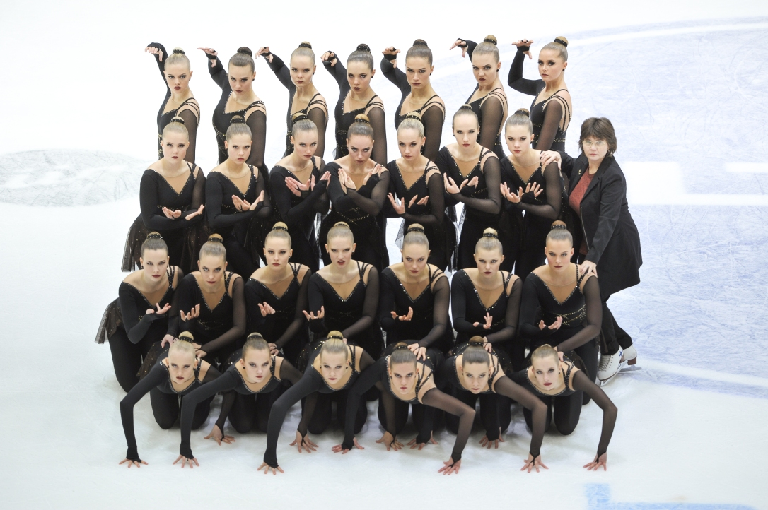 Musketeers Short pose team+coach 19-20